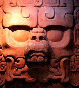 Escultura museo de la cultura maya