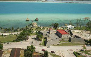 vista aerea del fuerte en bacalar quintana roo
